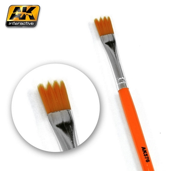 AK Interactive Synthetic Saw Shape Weathering Brush